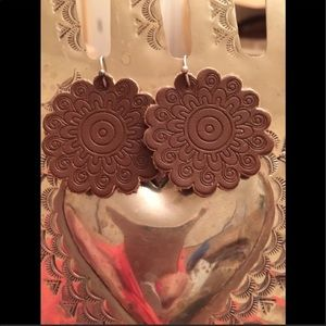 CUTE TOOLED LEATHER CONCHO EARRINGS